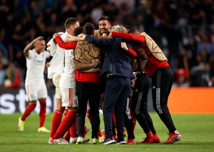 Benfica empata com PSV e se classifica para fase de grupos da Liga dos Campeões